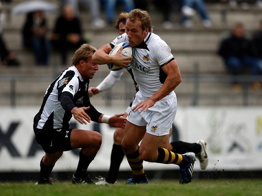 Photo: Richard Lane/Richard Lane Photography. Rugby Roma v London Wasps. Amlin Challenge Cup. 17/10/2009.   Wasps' Eoghan Hickey attacks.