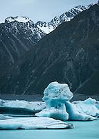 Dusk at Tasman Lake with icebergs, Aoraki Mt. Cook National Park, UNESCO World Heritage Area, Mackenzie Country, New Zealand, NZ