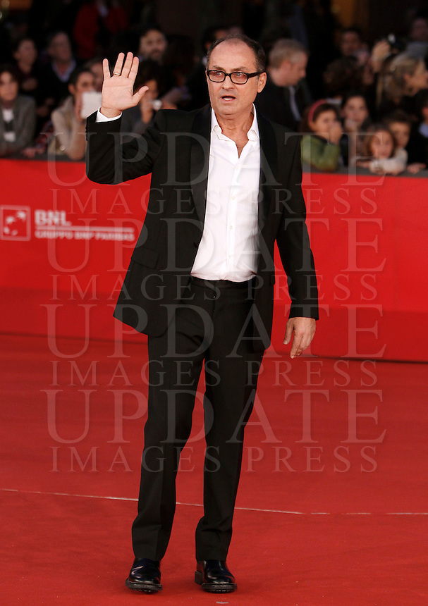 "Il regista Pappi Corsicato posa sul red carpet per la presentazione del film ""Il volto di un'altra"" al Festival Internazionale del Film di Roma, 12 novembre 2012..Italian director Pappi Corsicato poses on the red carpet to present the movie ""Il volto di un'altra"" during the international Rome Film Festival at Rome's Auditorium, ..UPDATE IMAGES PRESS/Riccardo De Luca"