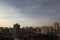 FOTO EMBARGADA PARA VEICULOS INTERNACIONAIS. SAO PAULO, SP, 30/11/2012, CLIMA TEMPO. Sao Paulo amanheceu com céu aberto sem nuvens nessa Sexta-feira (30) Luiz Guarnieri/ Brazil Photo Press