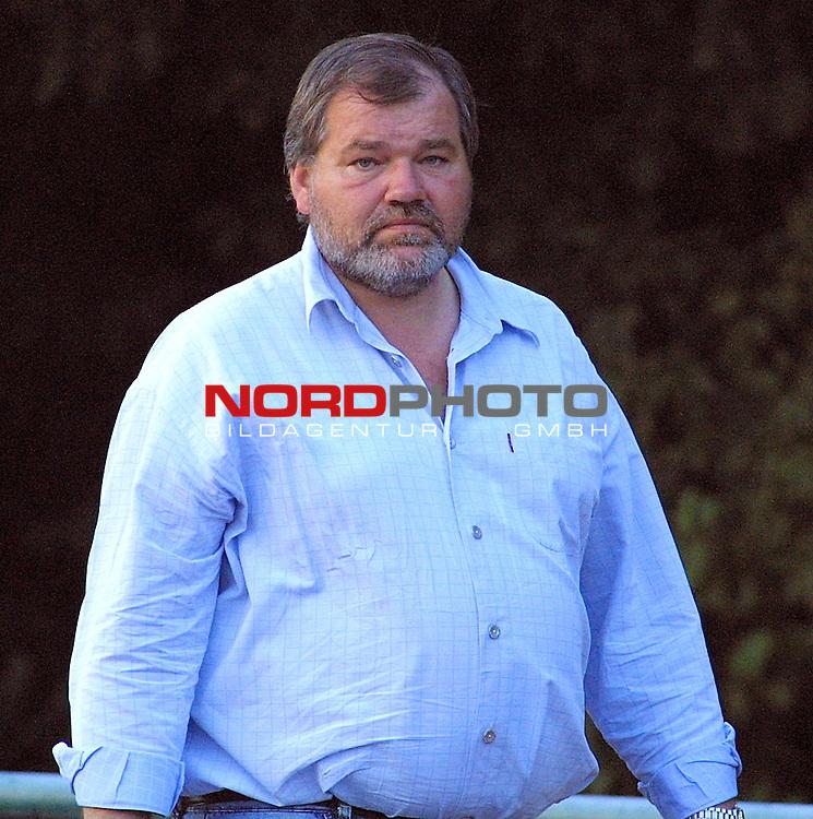 Hauptsponsor und Unternehmer des BV Cloppenburg Sprehe<br /> <br /> [Foto &prod; nordphoto -  Foto ist honorarpflichtig!  7 % MwSt. Belegexemplar erforderlich - (Dig.Fotografie)<br /> Georg-Reinke-Strasse 1; 49377 Vechta