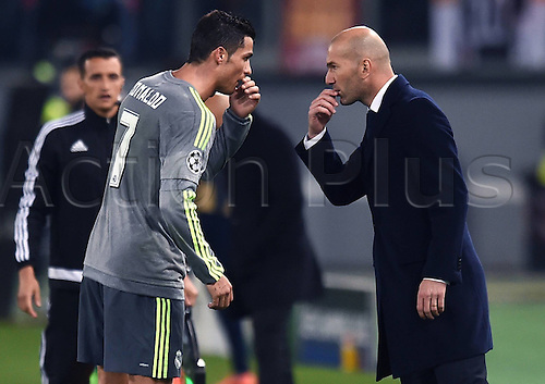 17.02.2016. Stadio Olimpico, Rome, Italy. UEFA Champions League, Round of 16 - first leg, AS Roma versus Real Madrid.  Cristiano Ronaldo has discussions on tactics with boss Zinedine Zidane
