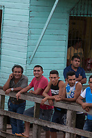 Transporte de passageiros leva centenas de pessoas que se instalam em redes durante a viagem de doze horas saindo de Macapá até a  Vila Prograsso no Arquipélago do Bailique na foz do rio Amazonas, Amapá, Brasil.<br /> Foto Paulo Santos<br /> 24/02/2015