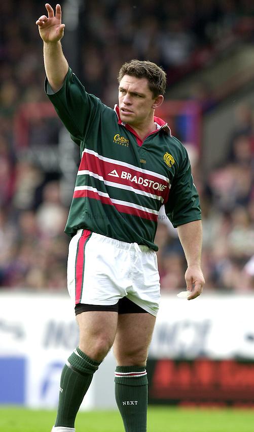 Photo. Richard Lane. .Leicester Tigers v Bath Rugby. Zurich Premiership. 05/10/2002.Rod Kafer