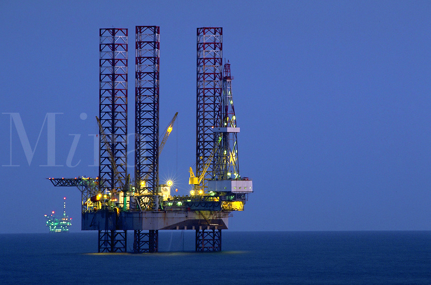 Mobile offshore oil servicing platform, used for capping abandoned offshore wells