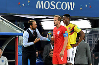 MOSCU - RUSIA, 03-07-2018: Gareth SOUTHGATE técnico de Inglaterra da instrucciones a Harry KANE durante partido de octavos de final contra Colombia por la Copa Mundial de la FIFA Rusia 2018 jugado en el estadio del Spartak en Moscú, Rusia. / Gareth SOUTHGATE coach of England gives directions to Harry KANE during match against Colombia of the round of 16 for the FIFA World Cup Russia 2018 played at Spartak stadium in Moscow, Russia. Photo: VizzorImage / Julian Medina / Cont