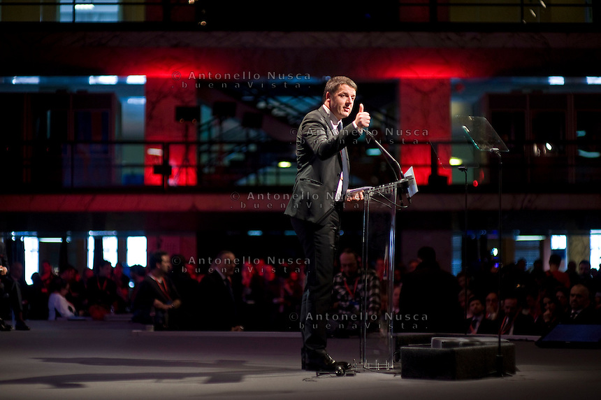 Matteo Renzi durante il suo discorso al congresso del Partito Socialista Europeo al Palazzo dei Congressi di Roma.<br /> Italian Prime Minister Matteo Renzi delivers a speech to delegates during a meeting at the PES (Party of European Socialists) electoral congress in Rome.