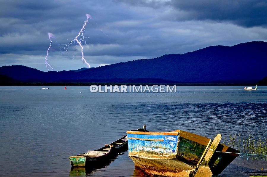 Tempestade com raios na baia de Antonina. Parana. 2012. Foto de Erly Ricci.