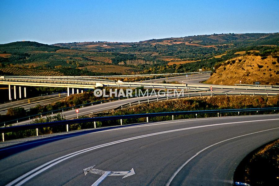 Estrada em Traz os Montes, Portugal. 1999. Foto de Juca Martins.