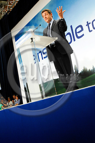 PARIS - FRANCE 18. 04. 2007 -- French conservative presidential candidate Nicolas Sarkozy making a gesture during an electoral meeting in Issy Les Moulineaux, West of Paris, Wednesday April 18, 2007  -- PHOTO: GORM K. GAARE / EUP- IMAGES ...
