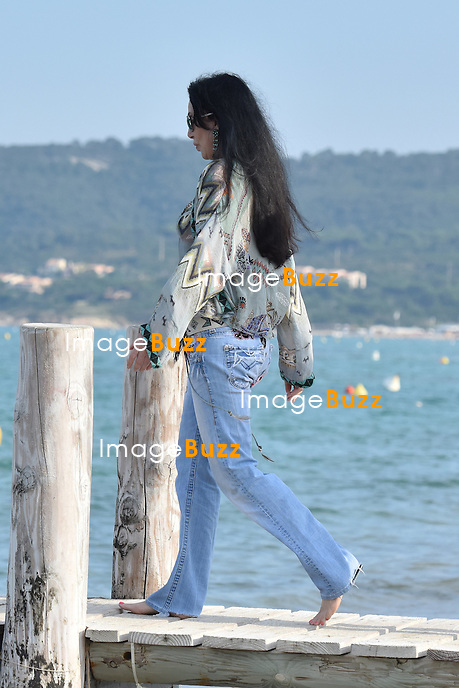 Singer Cher 69 Shows Off Barefoot In St Tropez Wearing Bohemian Style At