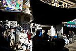Dans le quartier populaire du Raja Bazaar à Rawalpindi, les affiches électorales couvrent les murs.