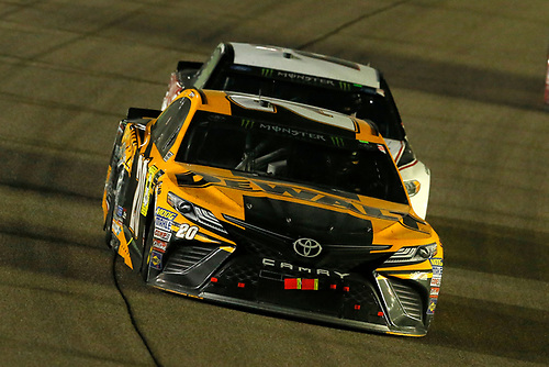 #20: Erik Jones, Joe Gibbs Racing, Toyota Camry DeWalt and #2: Brad Keselowski, Team Penske, Ford Fusion Discount Tire