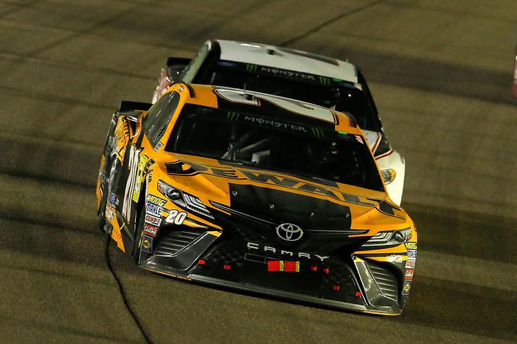 #20: Erik Jones, Joe Gibbs Racing, Toyota Camry DeWalt and #2: Brad Keselowski, Team Penske, Ford Fusion Discount Tire
