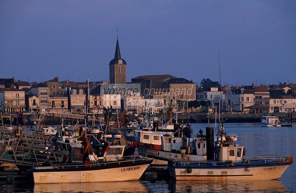 Europe/France/Pays de la Loire/85/Vendée/Les Sables-d'Olonne: Le port à l'aube