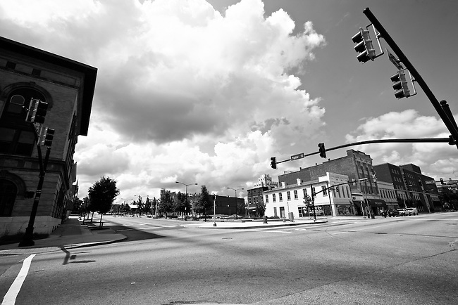 A lazy Sunday afternoon at the intersection of Poplar Street and Second Street in Macon, Ga. May 25, 2009.