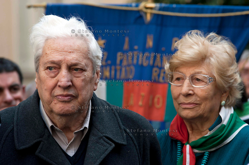 Roma, 4 Aprile 2012.Funerali del partigiano Rosario Bentivegna nella sede della Provincia di Roma.I compagni della lotta partigiana, Mario Fiorentini