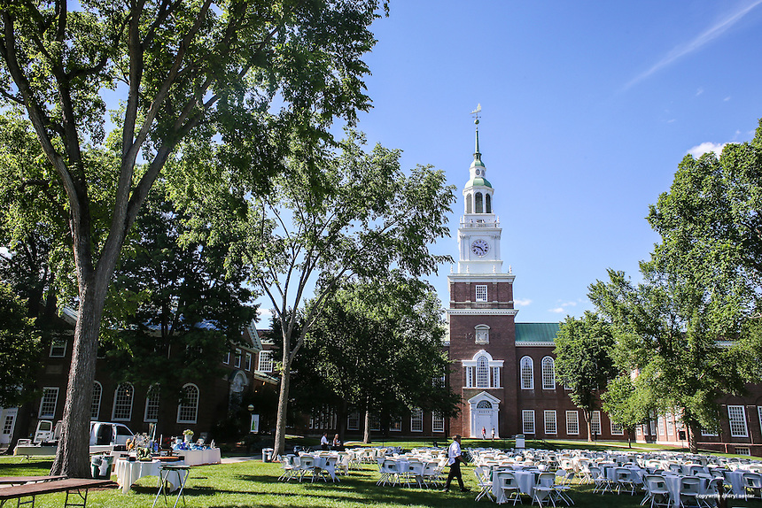 Preparations for an outdoor alumni dinner out front of the Dartmouth College Baker-Berry Library in Hanover, NH, Saturday, June 18, 2016.  CREDIT: Cheryl Senter for The New York Times