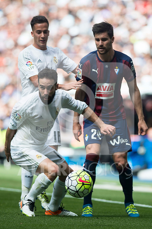 Real Madrid's Daniel Carvajal and Lucas Vazquez and Sociedad Deportiva Eibar's Keko Gontan during La Liga match. April 09, 2016. (ALTERPHOTOS/Borja B.Hojas)