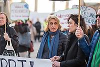 """Das Buendnis gegen Verdraengung und Mietenwahnsinn protestierte am Montag den 18. Februar 2019 in Berlin vor dem Luxushotel Adlon am Brandenburger Tor, gegen den Kongress """"Quo vadis"""" der Immobilienbranche. Bei dem Kongress wollen Baenker, Politiker, Vermieter und Vertreter von Immobilienkonzernen Strategien fuer die Zukunft besprechen.<br /> Die Demonstranten wehren sich gegen Gentrifizierung und Verdraengung und Zwangsraeumungen. Sie forderten bezahlbaren Wohnraum fuer alle.<br /> Im Bild 2.vr.: Die Bundestagsabergordnete Canan Bayram von Buendnis 90/Die Gruenen.<br /> 18.2.2019, Berlin<br /> Copyright: Christian-Ditsch.de<br /> [Inhaltsveraendernde Manipulation des Fotos nur nach ausdruecklicher Genehmigung des Fotografen. Vereinbarungen ueber Abtretung von Persoenlichkeitsrechten/Model Release der abgebildeten Person/Personen liegen nicht vor. NO MODEL RELEASE! Nur fuer Redaktionelle Zwecke. Don't publish without copyright Christian-Ditsch.de, Veroeffentlichung nur mit Fotografennennung, sowie gegen Honorar, MwSt. und Beleg. Konto: I N G - D i B a, IBAN DE58500105175400192269, BIC INGDDEFFXXX, Kontakt: post@christian-ditsch.de<br /> Bei der Bearbeitung der Dateiinformationen darf die Urheberkennzeichnung in den EXIF- und  IPTC-Daten nicht entfernt werden, diese sind in digitalen Medien nach §95c UrhG rechtlich geschuetzt. Der Urhebervermerk wird gemaess §13 UrhG verlangt.]"""