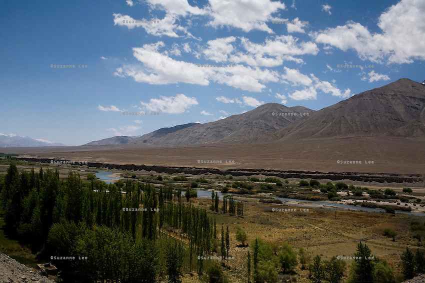 View of the upper Indus river on 3rd June 2009 on the way to Leh from Hemis and Ulley Valley, Ladakh, Jammu & Kashmir, Indian Himalayas. Photo by Suzanne Lee
