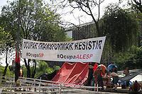 SÃO PAULO, SP - 02.09.2013: OCUPAÇÃO ASSEMBLÉIA LEGISLATIVA DE SP - Cerca de 40 manifestantes complatam nesta segunda-feira (2) a terceira semana de ocupação/acampamento em frente a Assembléia Legislativa de São Paulo.(Foto: Marcelo Brammer/Brazil Photo Press)