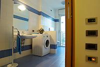 milano, nuovo quartiere rogoredo - santa giulia, periferia sud-est. una casa domotica. il bagno con la lavatrice --- milan, new district rogoredo - santa giulia, south-east periphery. a domotics house. the bathroom with the washing machine
