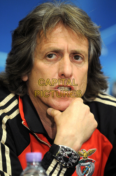 Benfica coach Jorge Jesus .At Champions League Press Conference - Chelsea v Benfica at Stamford Bridge, London, England..April 3rd 2012.headshot portrait black white red hand.CAP/PP/BK.©Bob Kent/PP/Capital Pictures.