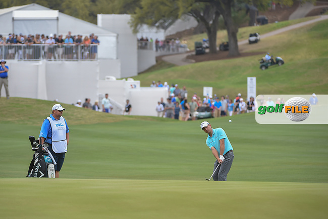 Kevin Kisner (USA) chips on to 12 during sudden death playoff with Alex Noren (SWE) during day 5 of the World Golf Championships, Dell Match Play, Austin Country Club, Austin, Texas. 3/25/2018.<br /> Picture: Golffile | Ken Murray<br /> <br /> <br /> All photo usage must carry mandatory copyright credit (© Golffile | Ken Murray)