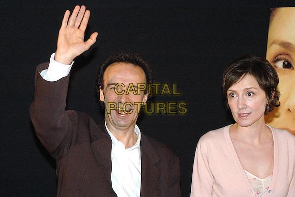 """ROBERTO BENIGNI & NICOLETTA BRASCHI.Photocall of the movie """"La tigre e la neve"""".October 4th, 2005.Ref: OME.half length hand waving mouth open.www.capitalpictures.com.sales@capitalpictures.com.© Capital Pictures."""