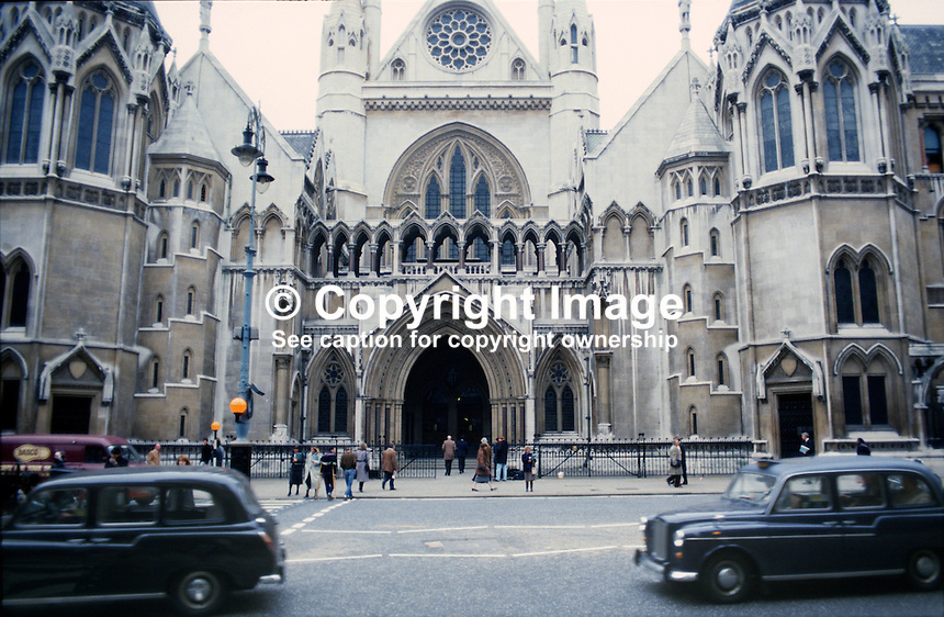 High Court, Royal Courts of Justice, the Strand, London, UK, 19851109HC2..Copyright Image from Victor Patterson, 54 Dorchester Park, Belfast, UK, BT9 6RJ..Tel: +44 28 9066 1296.Mob: +44 7802 353836.Voicemail +44 20 8816 7153.Skype: victorpattersonbelfast.Email: victorpatterson@me.com.Email: victorpatterson@ireland.com (back-up)..IMPORTANT: If you wish to use this image or any other of my images please go to www.victorpatterson.com and click on the Terms & Conditions. Then contact me by email or phone with the reference number(s) of the image(s) concerned.