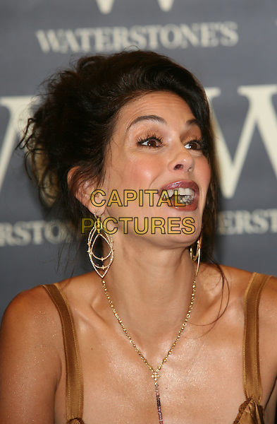 "TERI HATCHER.Booksigning ""Burnt Toast and Other Philosophies of Life"".Waterstone's, Oxford Street, London England.7th June 2006.Ref: TW.portrait headshot.www.capitalpictures.com.sales@capitalpictures.com.©Phil Loftus/Capital Pictures"