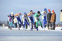 SCHAATSEN: EMMEN: Grote Rietplas, KPN NK Marathon Natuurijs, 08-02-2012, Rob Hadders (8) op kop, gevolgd door Jorrit Bergsma (13), ©foto: Martin de Jong