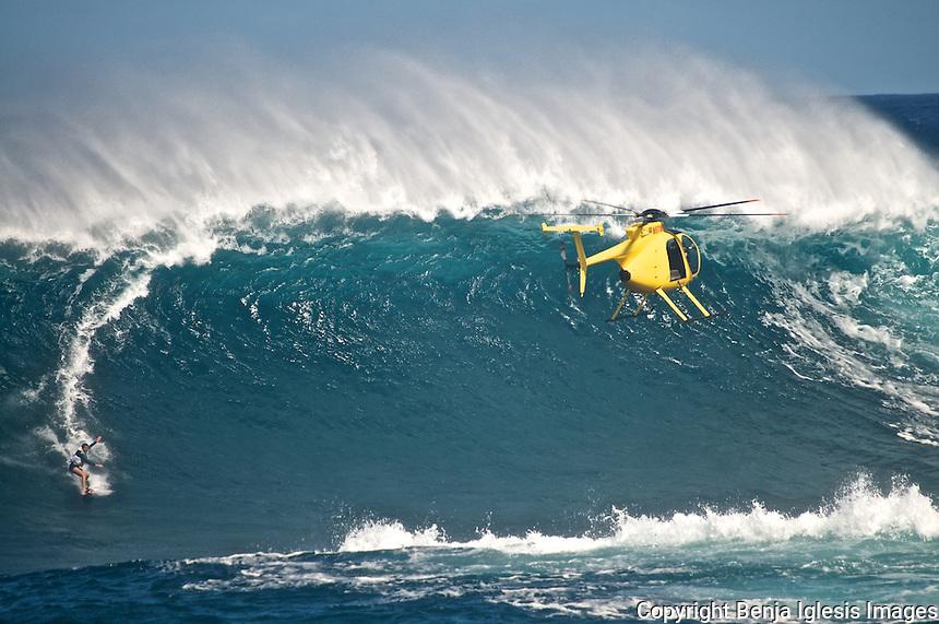 Surfing images around Hawaiian waters,like honolua bay,windmills,hookipa,laperusse,Jaws,Peahi.<br /> <br /> Fotos de surf en las cosats de Maui,Hawaii