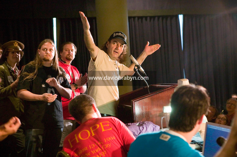 Chief organizer Emmanuel Goldstein (C)gestures as he addresses the audience during the closing events of the 6th edition of HOPE, an annual hackers' convention, July 23rd 2006, New York City, USA.