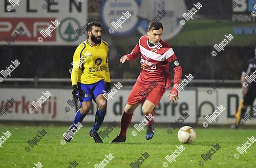 2016-11-26 / Voetbal / Seizoen 2016-2017 / KFC De Kempen - VC Herentals / Mohamed Belgharbi met Admir Krajisnic (r. Herentals)<br /> <br /> ,Foto: Mpics.be