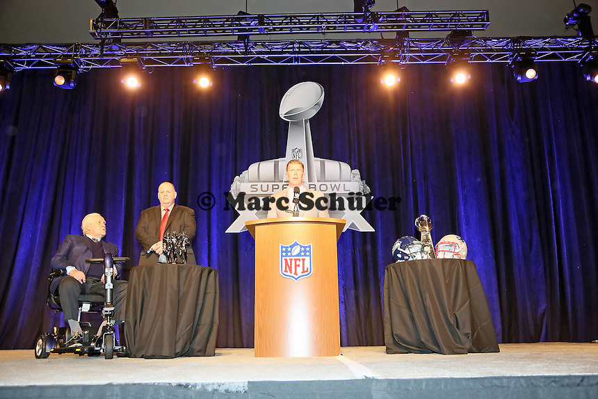 Trainerlegende Don Shula mit High School Coach of the Year Bruce Larson und Matt Birk (NFL Director of Football Developement) - Don Shula High School Coach of the Year Award, Super Bowl XLIX, Convention Center Phoenix