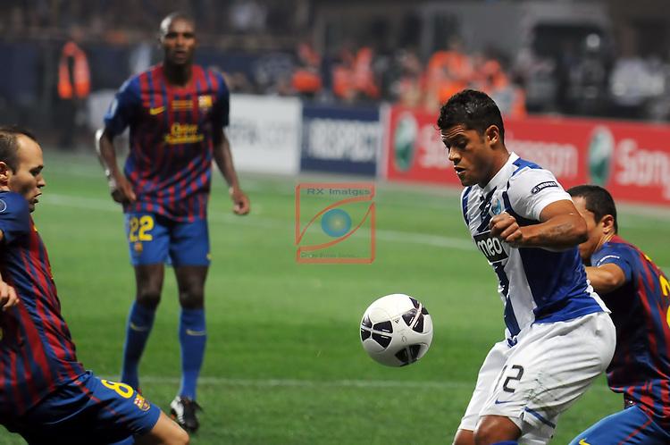 Hulk vs Adriano. UEFA SUPERCUP 2011 - FC BARCELONA vs FC PORTO: 2-0 - Stade Louis II de Monaco.