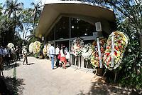 SÃO PAULO - SP -  12 DE MARÇO 2013. ENTERRO WILSON FITTIPALDI  - Enterro Wilson Fittipaldi, na tarde desta terça-feira (12), no Cemitério da Paz, no Morumbi, em São Paulo (SP). Wilson Fittipaldi tinha 92 anos e estava internado desde o dia 25 de fevereiro no Hospital Copa D'Or, zona sul do Rio de Janeiro com problemas respiratórios. FOTO: MAURICIO CAMARGO / BRAZIL PHOTO PRESS.