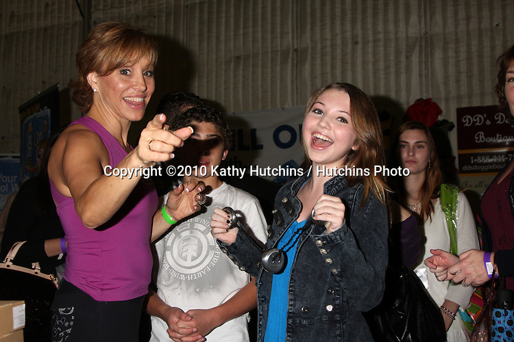 LOS ANGELES - NOV 20:  Forbes Riley, Sammi Hanratty at the Connected's Celebrity Gift Suite celebrating the 2010 American Music Awards at Ben Kitay Studios on November 20, 2010 in Los Angeles, CA