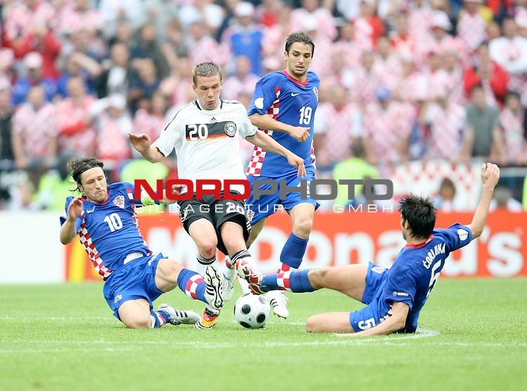 UEFA Euro 2008 Group B Klagenfurt - W&ouml;rthersee Match 11  Stadion Woerthersee<br /> Kroatien ( CRO ) - Deutschland ( GER ) <br /> <br /> Lukas Podolski  (Germany / Mittelfeldspieler / Midfielder /  Bayern Muenchen #20) Niko Kovac ( Croatia / Mittelfeldspieler / Midfielder / RB Salzburg #10 ) Vedran Corluka ( Croatia  / Verteidiger / Defender / Manchester City #5 )  <br /> <br /> Foto &copy; nph (  nordphoto  )<br /> <br /> <br /> <br />  *** Local Caption ***