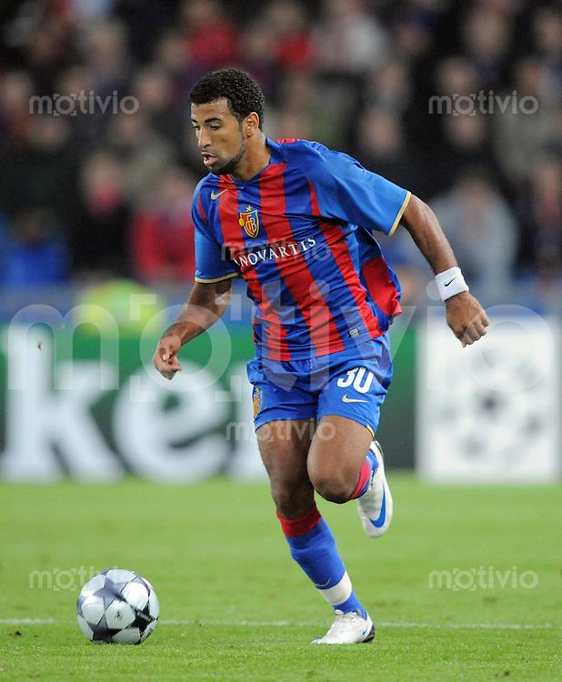 Fussball International Champions League 2008/2009   16.09.2008 FC Basel - Schachtjor Donezk Carlitos (Basel) am Ball
