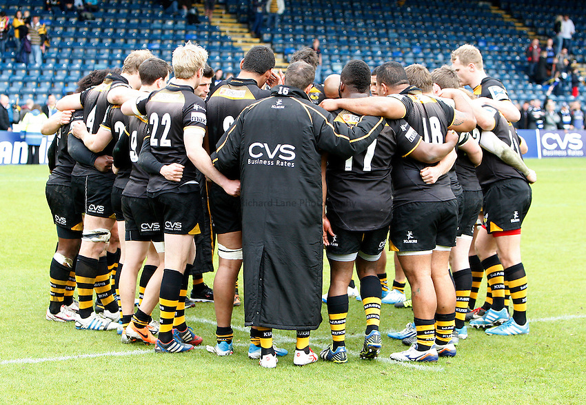 Photo: Richard Lane/Richard Lane Photography. London Wasps v Bath Rugby. Amlin Challenge Cup Semi Final. 27/04/2014. Wasps go into a huddle after the game.