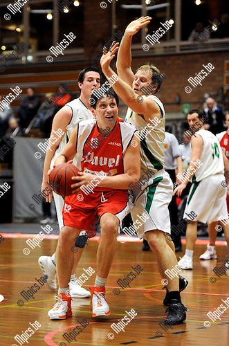 2011-01-22 / Basketbal / seizoen 2010-2011 / BBC Willebroek - Guco Lier / Willie Jan Ackermans (Willebroek) probeert te scoren..Foto: mpics