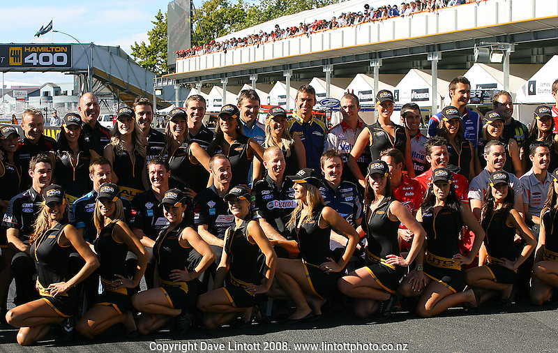 Drivers pose with the Hamilton 400 Grid Girls before the feature race during Hamilton 400, Aussie V8 Supercars Round Three at Frankton, Hamilton, New Zealand on Sunday, 20 April 2008. Photo: Dave Lintott / lintottphoto.co.nz