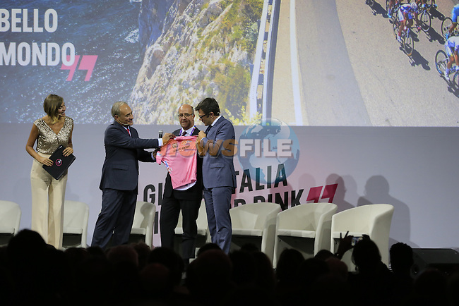 Andrea Monti, La Gazzetta dello Sport Editor-in-Chief, with new Maglia Rosa sponsor Carlo Tamburi Enel, Head of Country Italy and Paolo Bellino RCS Sport General Manager, on stage at the Giro d'Italia 2016 Presentation held at Expo Milano, Milan, Italy. 5th October 2015.<br /> Picture: Eoin Clarke | Newsfile