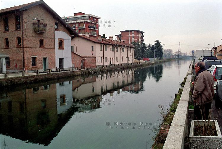 Il Naviglio Grande a Trezzano Sul Naviglio, paese a sud - ovest di Milano --- Naviglio Grande channel in Trezzano Sul Naviglio, small village south west of Milan