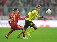FUSSBALL   1. BUNDESLIGA  SAISON 2011/2012   13. Spieltag  19.11.2011 FC Bayern Muenchen - Borussia Dortmund         Philipp Lahm (FC Bayern Muenchen) gegen Mario Goetze (re, Borussia Dortmund)