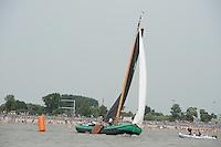 ZEILEN: LEMMER: Lemster baai, 31-07-2014, SKS skûtsjesilen, winnaar skûtsje De Sneker Pan, ©foto Martin de Jong