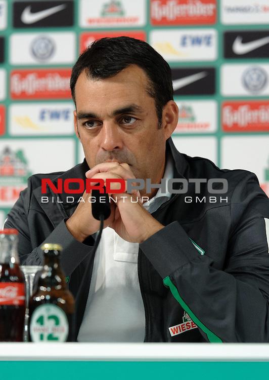 03.10.2013, Weserstadion, Bremen, GER, 1.FBL, Pressekonferenz Werder Bremen, im Bild Robin Dutt (Trainer Werder Bremen)<br /> <br /> Foto &not;&copy; nph / Frisch